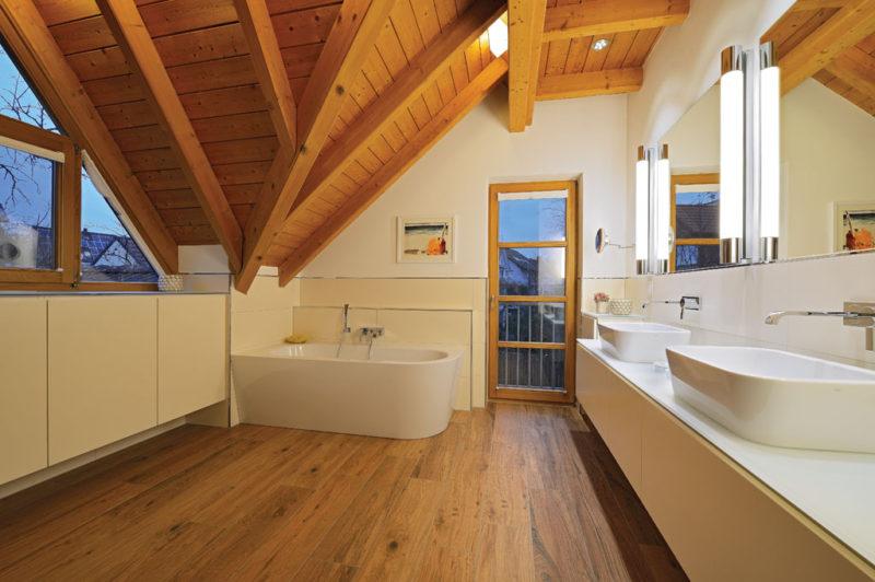 Badezimmer im Dachstuhl