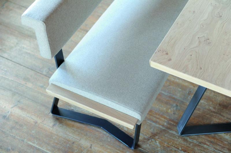 Moderne Sitzgruppe in Eiche cristall + Loden