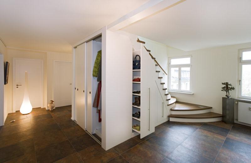 Garderobe unter der Treppe